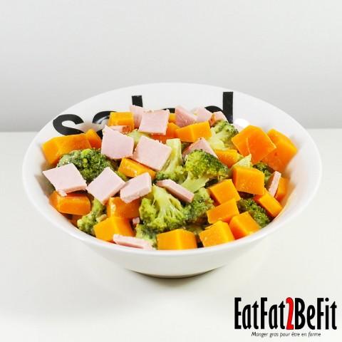 Recette cétogène : Salade de brocoli à la mayonnaise, mimolette et jambon