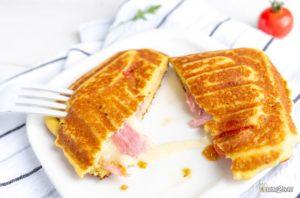 recette cétogène de croque express italien au jambon de parme, mozzarella, tomate et basilic